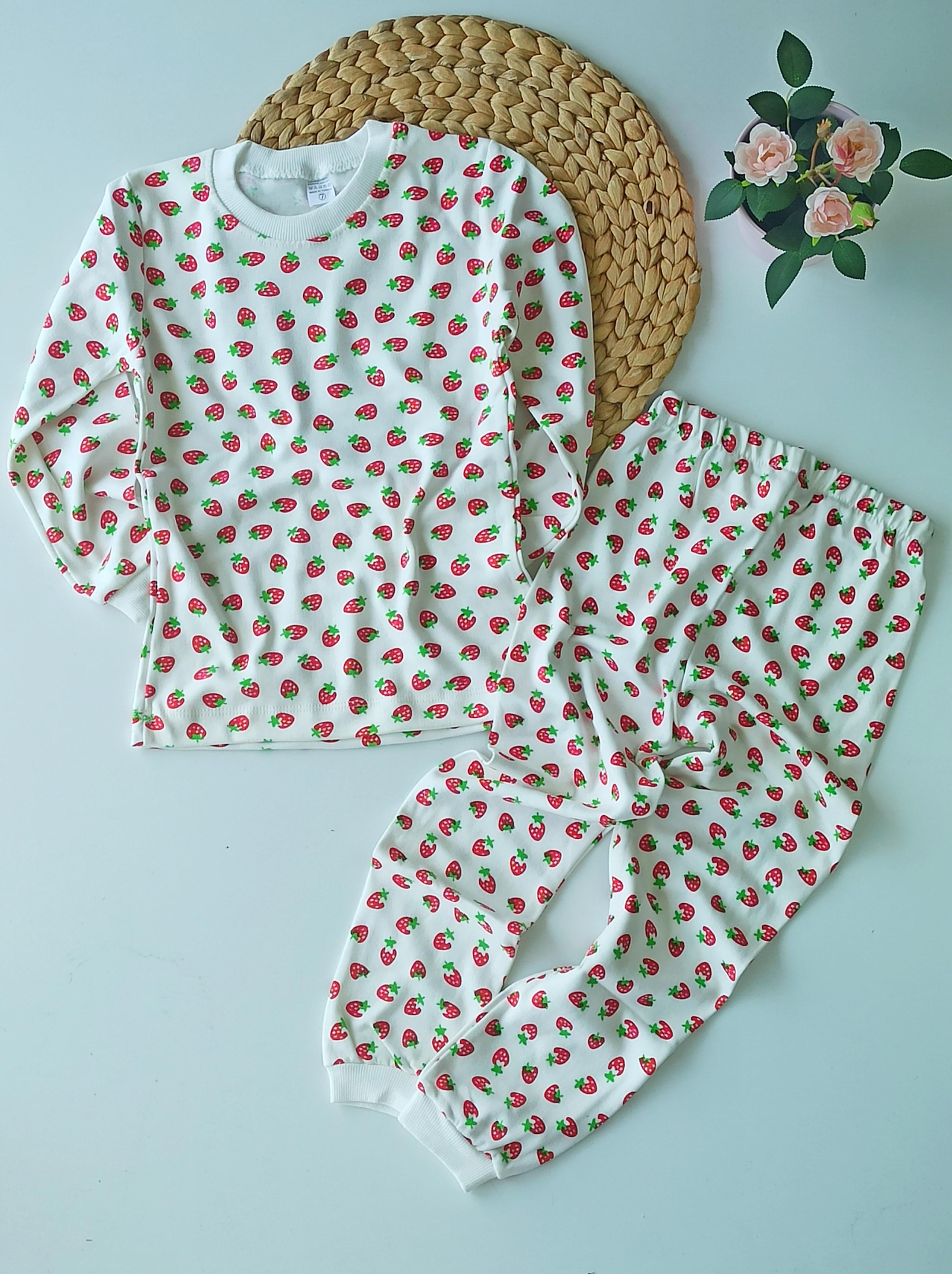Çilekli Kız Çocuk Pijama Takımı